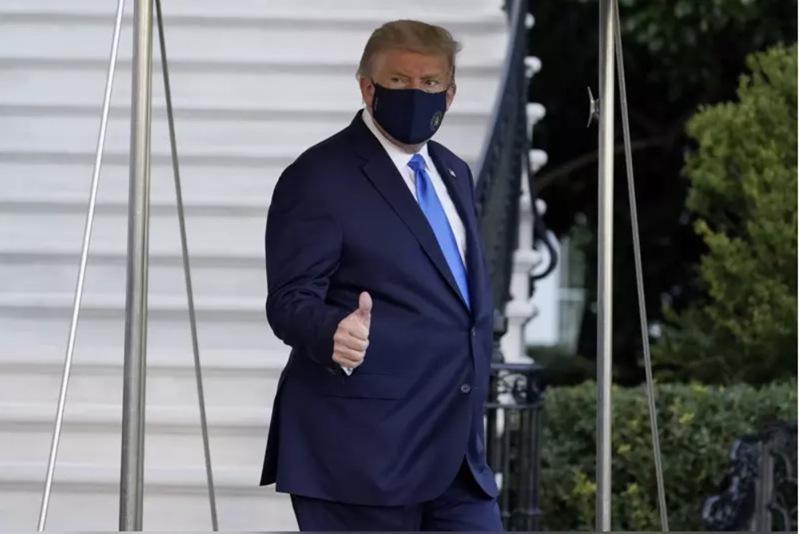 川普2日傍晚离开白宫并準备前往医院治疗。(美联社)