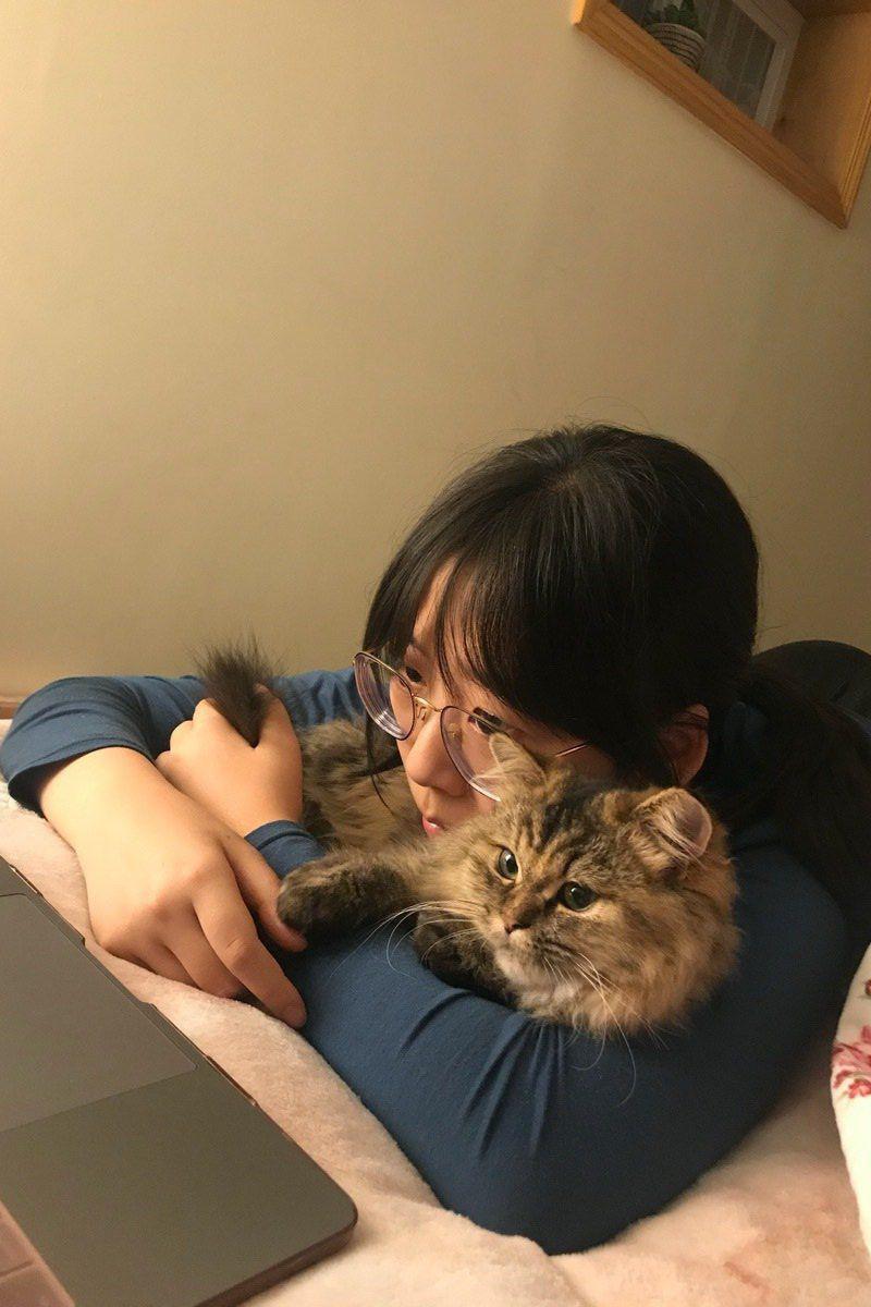 尹依萱特别喜欢猫,且养了一只猫。(取自Go Fund Me网站)
