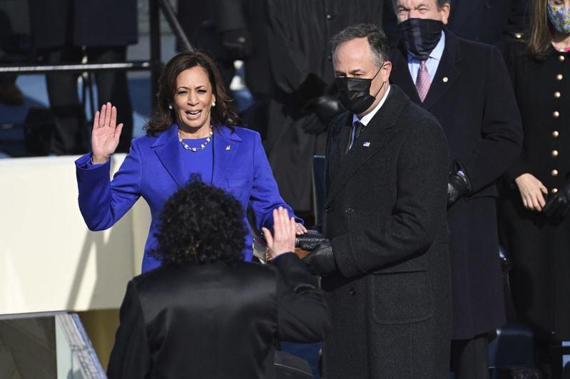 賀錦麗宣誓就職,正式成為美國副總統。(美聯社)