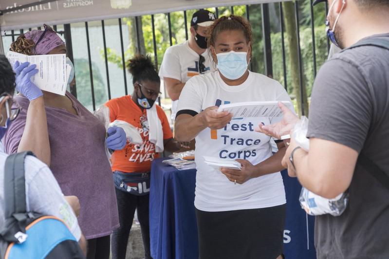 纽约市布碌仑(布鲁克林)、皇后区部分社区新冠肺炎疫情持续反弹,市府可能采取严格防控措施。(市长办公室提供)