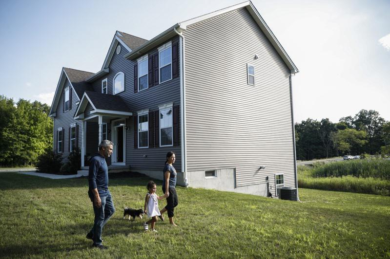 人們搬離城市,去郊區和鄉村買房。(美聯社)