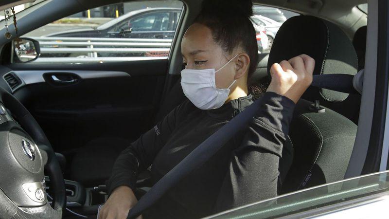 州警即日起至11月29日加强安全带执法,提醒后座乘客也要系安全带。(美联社)