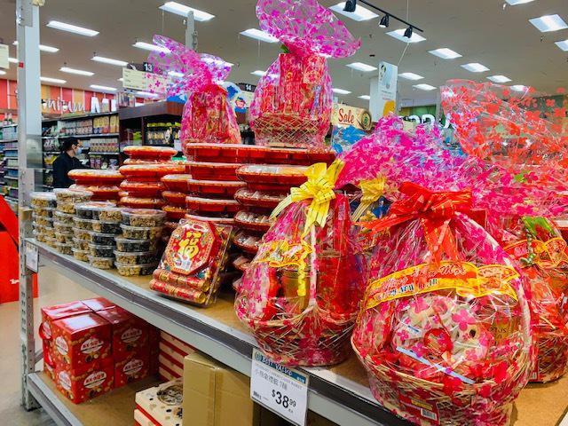 圣盖博大华超市的年货已陆续上市。 (记者杨青/摄影)