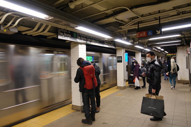 MTA今年夏天前不会上涨地铁和公车票价,且至2022年都不会削减地铁和公车服务。(记者金春香/摄影)