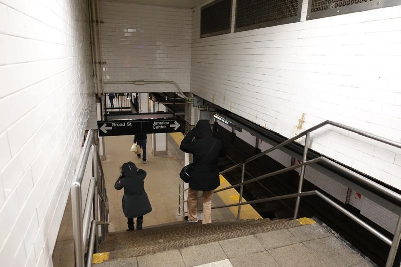 MTA今年夏天前不会上涨地铁和公车票价,且至2022年都不会削减地铁和公车服务。...