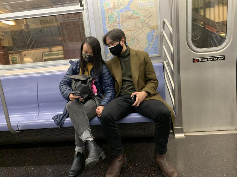 纽约市地铁乘坐人次已较去年2月下滑约70%。(记者和钊宇/摄影)