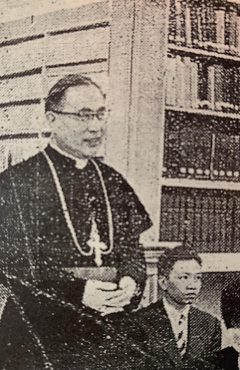上世紀50年代于斌總主教在中美聯誼會向留學生致辭。(于德蘭提供)