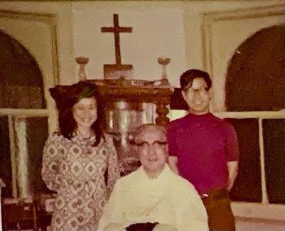 于斌樞機和侄子于金山、姪女于德蘭上世紀70年代初攝於中美聯誼會。(于德蘭提供)