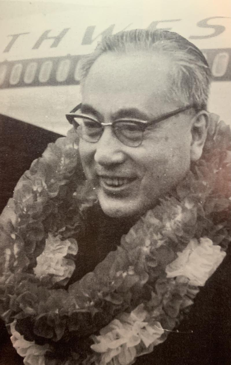 于斌樞機回台灣籌建輔仁大學,在機場時的留影。(于德蘭提供)