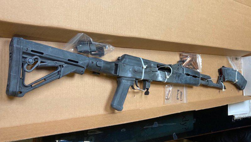 警方缴获的提格携带的AK-47步枪。(市警提供)