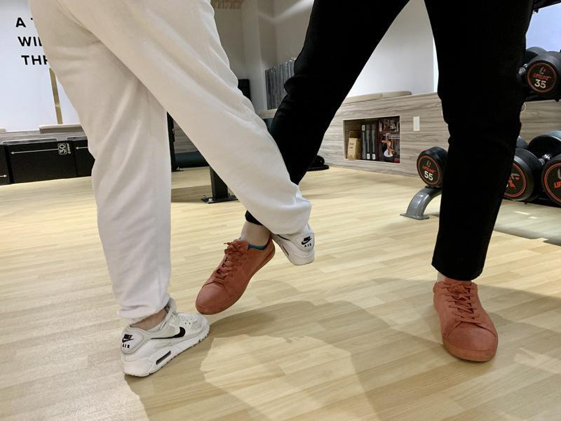 小腿内侧属于脆弱部位,可用脚尖猛踢。(记者刘大琪/摄影)