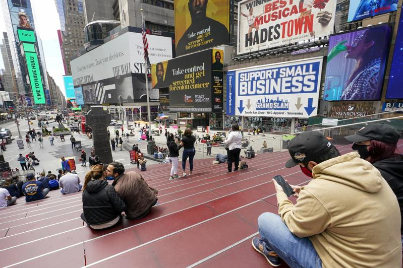 疫情好转,纽约市再迎来大批游客,市府预估全市酒店入住率今夏可达八成。(美联社)