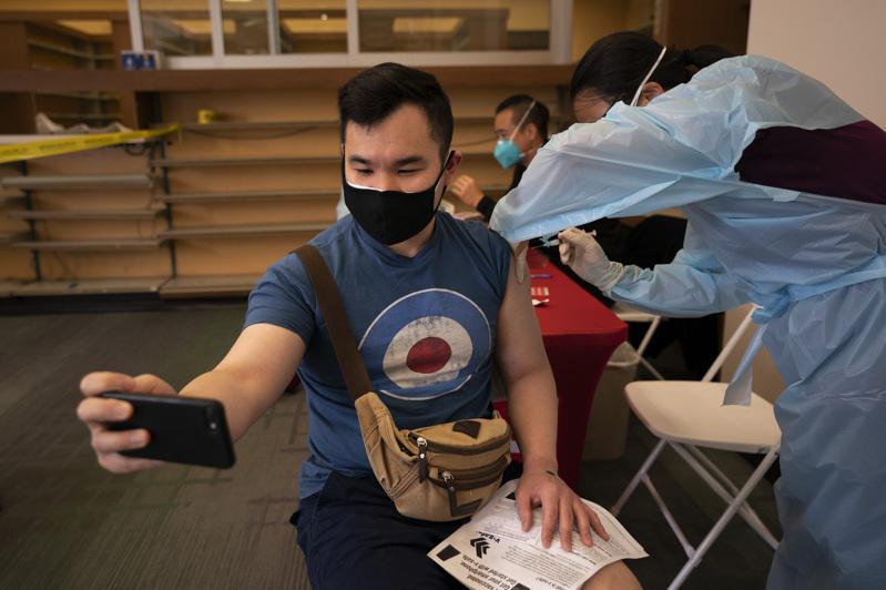 纽约市府:打疫苗即可抽奖 每周抽10人送25