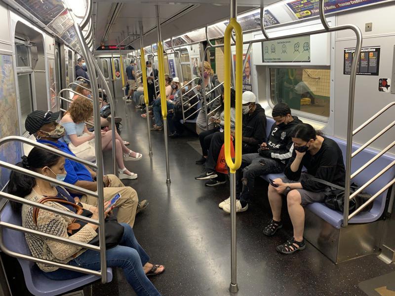 斯静格日前公布报告表示,新冠疫情已经让地铁高峰时段由疫情前传统的上下班时段变为「...