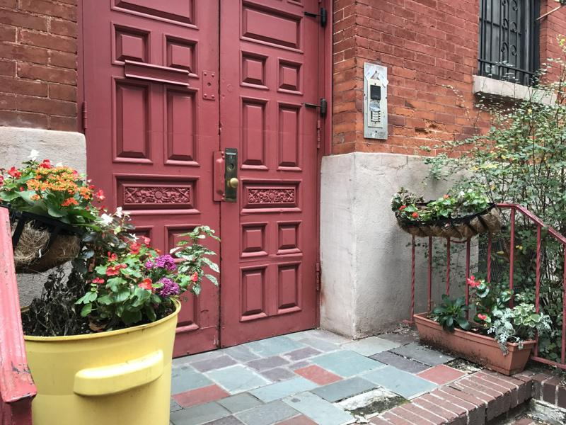 雀儿喜带有小花园的复古小公寓,很有情调,吸引民众入住。(本报档案照)