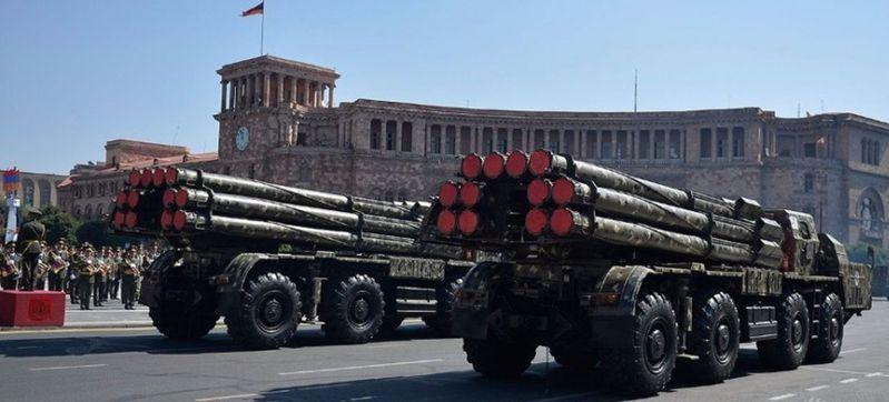 亚美尼亚战略?兵部队日前公开图片,所装备的中国WM-80远程火箭炮受瞩目。(取材...