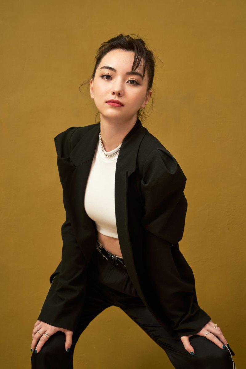 圍棋女神」黑嘉嘉將露美背出席金馬獎  娛樂即時  娛樂  世界新聞網