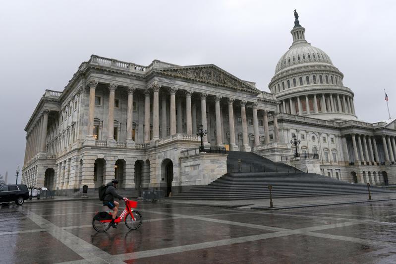 川普讓步後 眾院通過 個人紓困金提高至2000美元