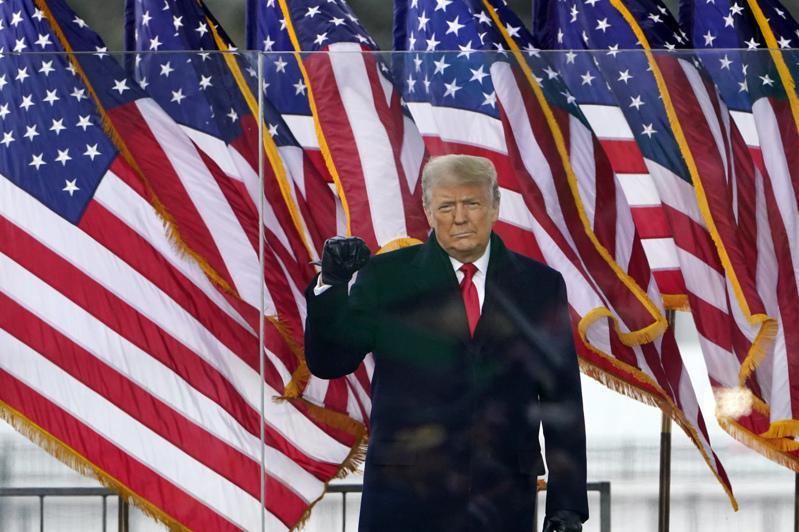國會參院6日將認證選舉結果,川普總統同日中午在白宮前的「拯救美國」(Save America)挺川集會講話。美聯社