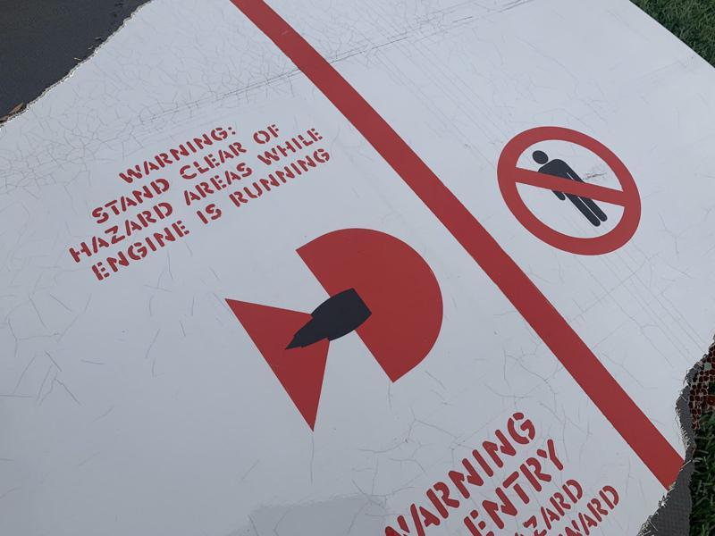 聯航波音328號航班從丹佛飛往檀香山777-200客機,才起飛不久,即因右引擎故...