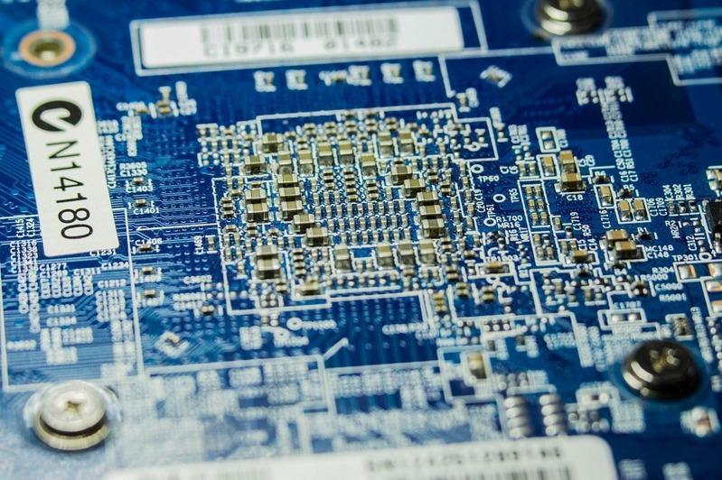智鈊、芯道等公司疑与中国芯片设计公司合作私设研发中心、组高薪挖脚团,3年挖角数百台湾半导体人才。 (示意图/Pixabay)