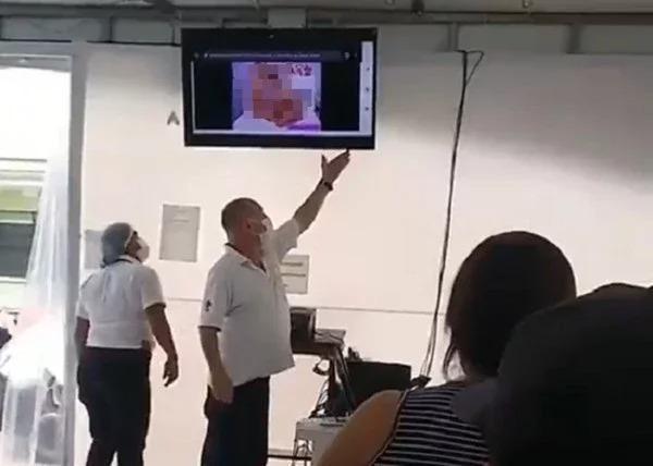 在中美洲国家哥斯大黎加的一间接种站却被一名网友发现,等待区的电视上竟直接播放成人片。 (取材自推特/@JaviHIVe)