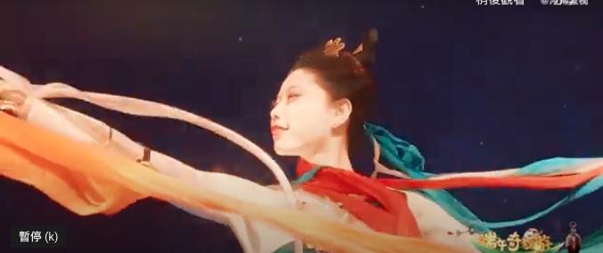 河南卫视端午节目「祈」,舞者在水下演绎「洛神」。(新浪微博照片)