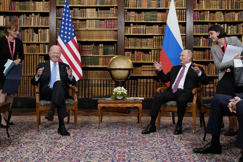 拜登總統16日於日內瓦與俄羅斯總統普亭見面。(美聯社)