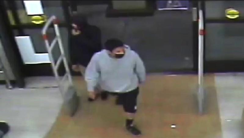 警方公布的兩嫌犯照片。(LAPD)
