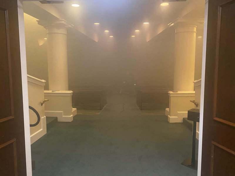 遭人縱火後教堂內一景。(取自教堂臉書@montgomeryfirstbaptist )